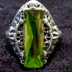 Antique Style Apple Green Ice Fillagree Ring
